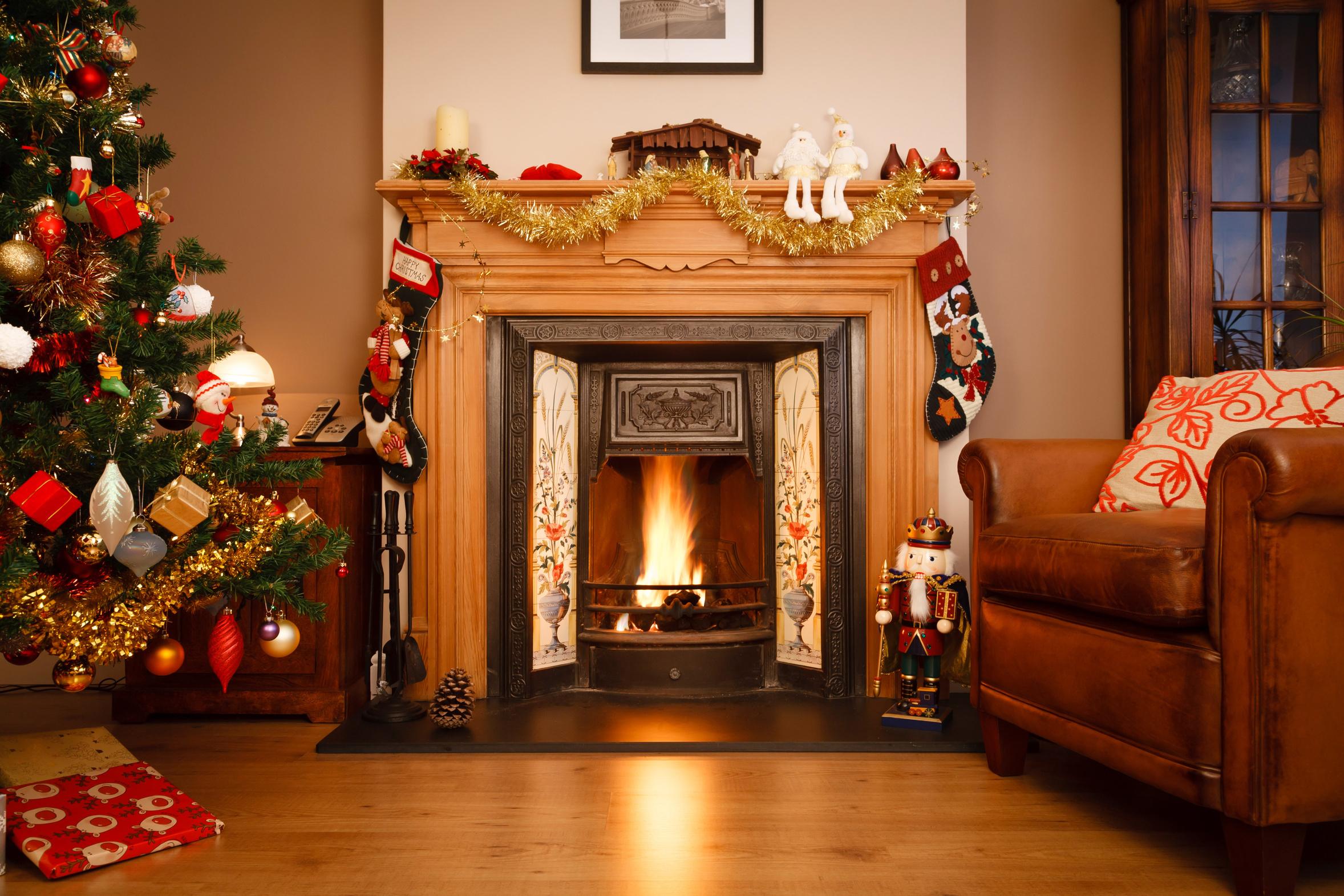Christmastree_Firepl_LR.jpeg